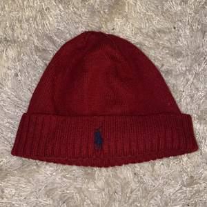 Röd mössa från Polo Ralph Lauren One size (frakt tillkommer)