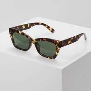 Ett par helt oanvända solglasögon från Even&odd, säljer pga aldrig kommit till användning! Priset är exklusive frakt