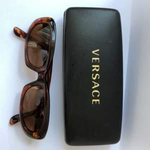 Versace vintage solglasögon