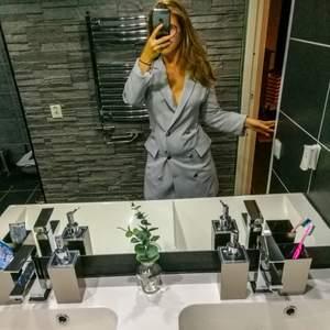 Denna är blazer klänningen är flawless men har tyvärr blivit för stor för mig så nu säljer jag den.🌟