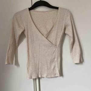 Öppen fin tröja. Beige/rosa Köpare står för frakt💕