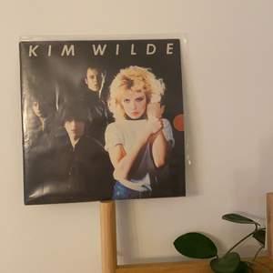 En lp skiva av Kim Wilde, köpt second hand men i bra skick. Plastficka ingår! Pris kan som vanligt alltid diskuteras🤍 Frakt tillkommer!