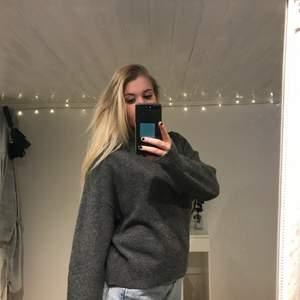 Mörkgrå stickad tröja från H&M! Knappt använd! ❤️ köparen står för frakt!