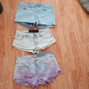 3 st Jeans shorts storlek medium . Märke levis one teaspoon och Replay