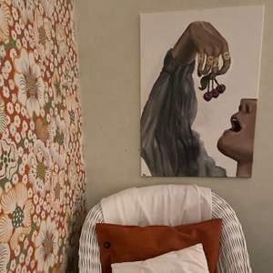 En intressekoll på en tavla som min kompis har målat av Harry Styles.  tavlan är 50x70 cm och är målad på en canvas. Hör av er vid intresse💕