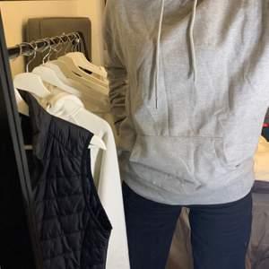Basic grå oversized hoodie som är beställd från en sida i USA