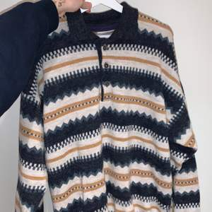 Super mysig piké tröja köpt på secondhand, knappt använd. storlek L ✨