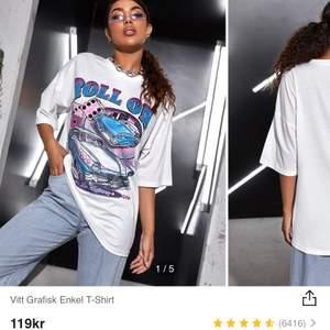 Säljer denna fina oversized t-shirten. Den är i storlek XS men sitter som S/M. Köpte för 119kr + frakt säljer för 50kr+frakt eller eget prisförslag. Jättefint skick då jag endast använt den en gång.