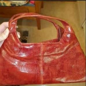 En jättefin röd shoulderbag/bag som var min mammas i 90's❤️ (150kr+frakt:)