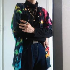 Fett ball tröja köpt på beyond retro nått år tillbaka, size L, passar bra på mig som har S-M 💓