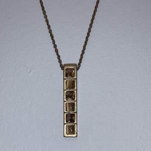 Super fin brun / guld halsband 🤍 aldrig använt 🤍 köparen står för frakten!