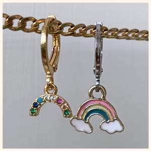 Världens sötaste regnbågsörhängen som passar till allt! Finns bara ett begränsat antal av så beställ medans de  fortfarande finns kvar! 🌈🧚🏼 (pris är per par)