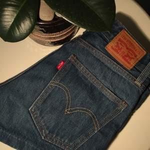 Levi's jeansshorts i storlek 24, ett klart favorit shortsen genom somrarna🤩men tyvärr så har de blivit för små:(