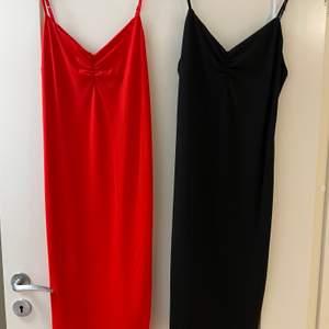 Likadana klänningar i olika färger. 70kr/stycket. Båda för 120 kr