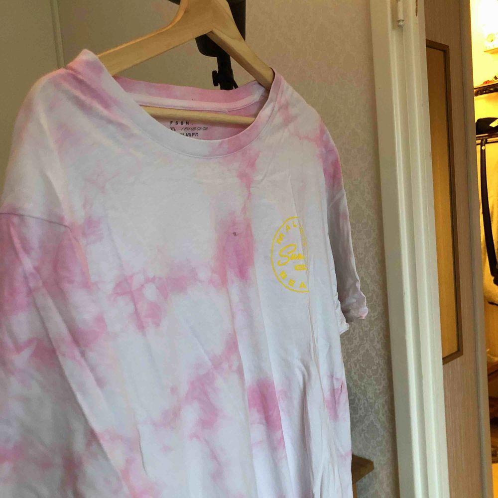 cool tshirt i rosa tiedye! . T-shirts.