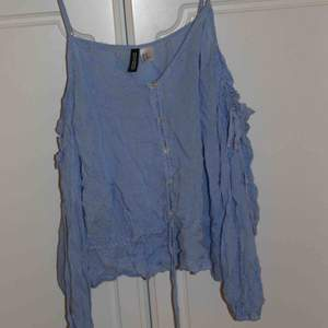 Jättefin blus/tröja från H&M. Den är i strlk 40 men passar mig som vanligtvis har S/M. Kan mötas i Stockholm eller frakta för 35 kr