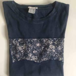 En blå t-shirt från Levis, använd fåtal gånger! Frakt tillkommer