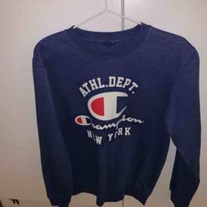 Champion tröja sällan använt är i bra skick köpte den för ett halv år sedan