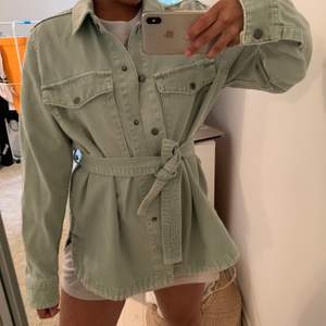 Pastel mint/green coloured Zara Denim jacket. Size S. Haven't been in much use therefore selling it. Jacket is in a great condition.