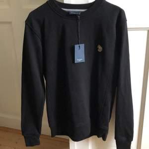 Helt ny svart Paul Smith sweatshirt, storlek small.