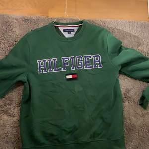 Tommy hilfiger tröja i storlek M bra skick köpt i USA