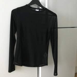 Mesch-topp från Gina! Knappt använd. Skitsnygg att ha under t-shirts eller vara med en snygg bh under.