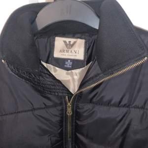 Varm och mysig Ea7 Armani dun jacka i storlek S. Aldrig använd och är helt som ny i skick!