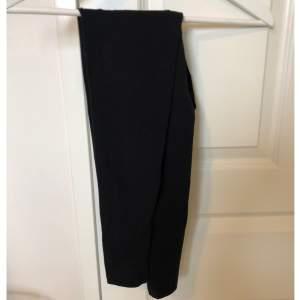 Tvättade, men inte använda. Har för många. Vanliga svarta tights. Köparen står för frakten.