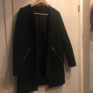 Super fin svart kappa från ZARA