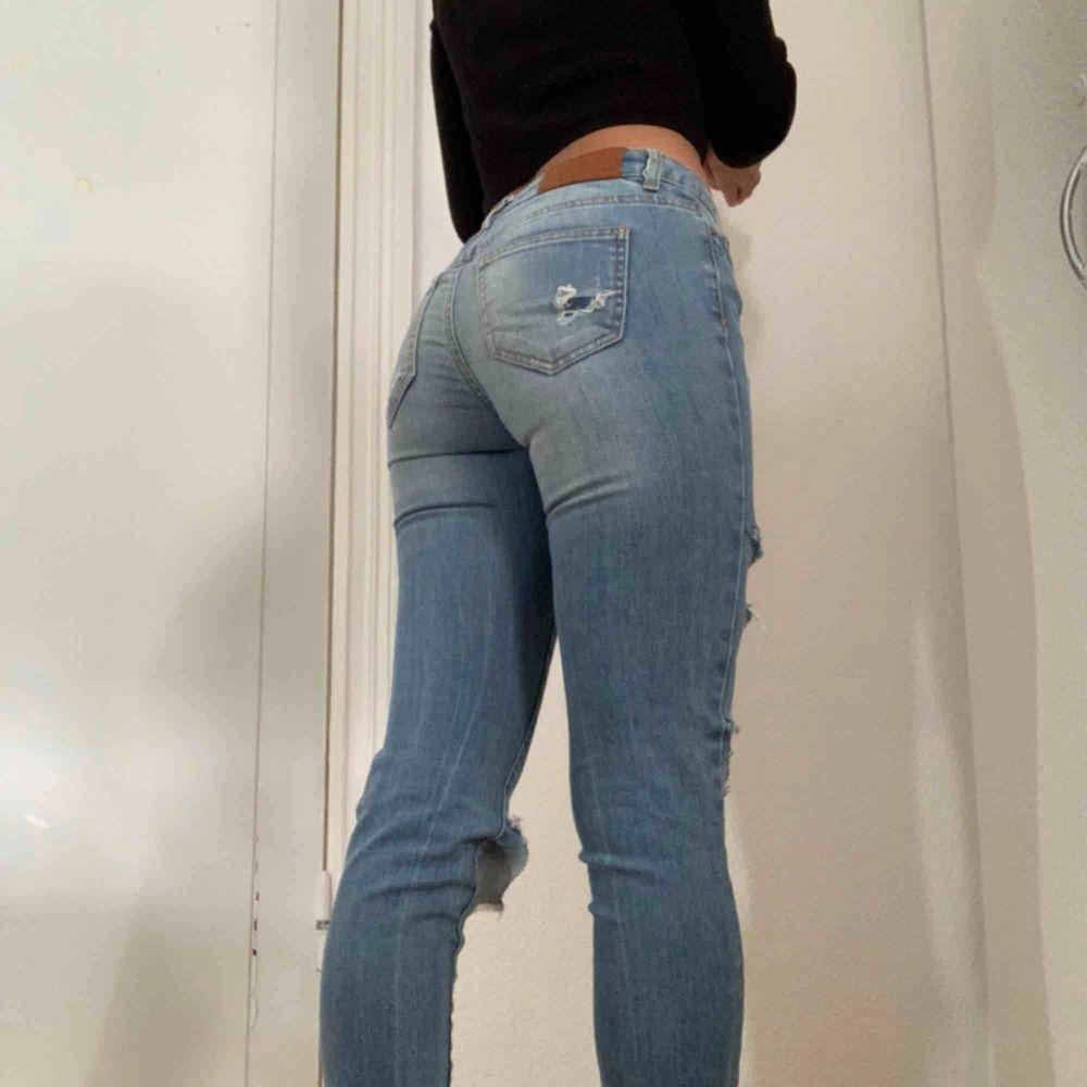 👅fett snygga jeans! Lite för små för mig dock :-)👅 🖤Köparen betalar för frakten🖤 💡Kan mötas Lund-Malmö💡 👹Högsta bud får plagget👹. Jeans & Byxor.