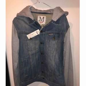 Helt ny somewear jacka med prislapp kvar i storlek M Nypris 1099kr