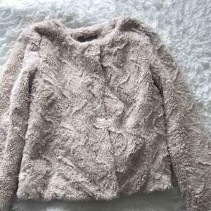 Säljer en ljus rosa jacka ifrån Vero Moda, nyskick💖