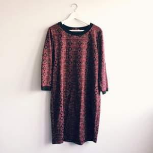 Stickad längre klänning från indiska! 🔥🌷