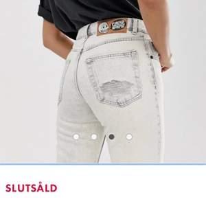 Supersnygga jeans från Cheap Monday! De är raka i modellen. Kan skicka egna bilder privat. Nypris var ca 440kr.💖