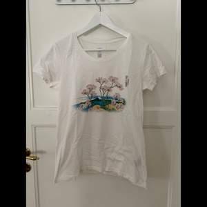 T-shirt med tryck, lite genomskinlig