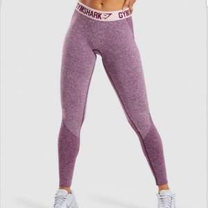 Säljer ett par gymshark tights i nytt skick ändast använd vid 1 tillfälle😆 säljs pågrund av att dom är försmå för mig :( ordinarie pris 500 hör av er om ni har några frågor❣️