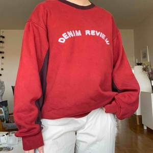 COOL tröja köpt på beyond retro!!! Väldigt fräsch trots flitigt använd