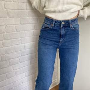 Skitsnygga wide leg jeans från Lager 157💙  Är i stilen Lane och storleken står inte i jeasen men skulle säga att de är strl 36.