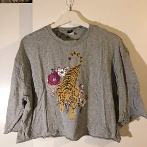 3/4 ärmar tröja från H&M med tryck.
