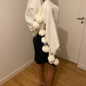 En vit stjal man kan ha den som en jacka eller till fest över klänningen...