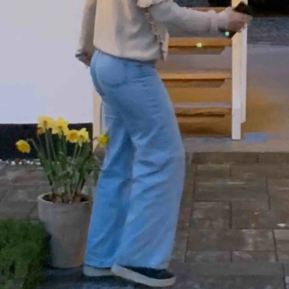 Intressekoll på mina älskade junkyard jeans 😩💛 Dem kommer inte till användning längre då jag tröttnat ( men inte använda överdrivet mycket) + frakt 💛. Jeans & Byxor.