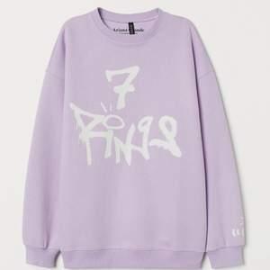 Ariana Grande sweater från H&M, nyskick endast testad. Storlek xs men oversized i modellen:) köparen står för frakten! Pris kan diskuteras💓