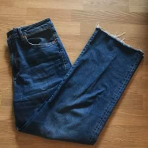 """Ett par vida blåa jeans från Lager 157 i storlek L och i model """"Lane Blue Used"""". Original pris: 300 kr"""