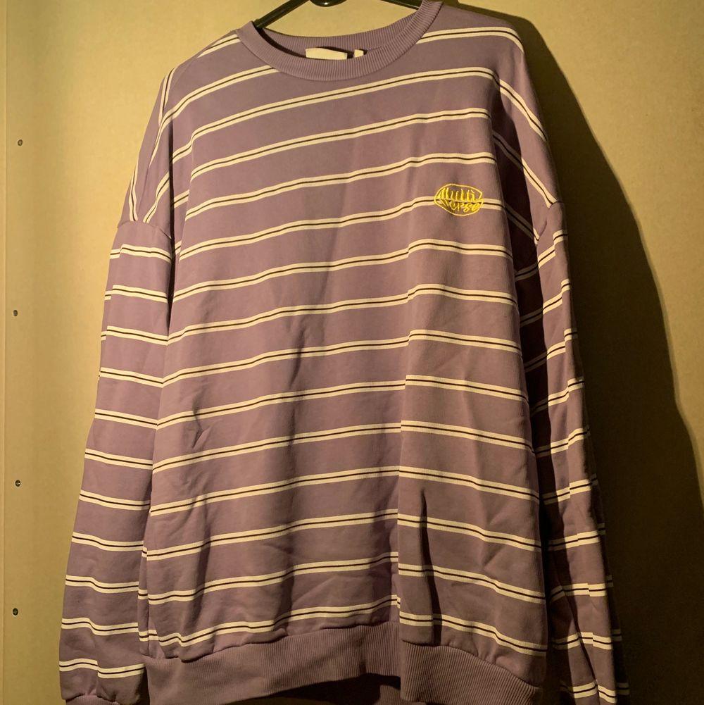 Unisex sweater från junkyard, använd en gång. FRI FRAKT!!. Tröjor & Koftor.
