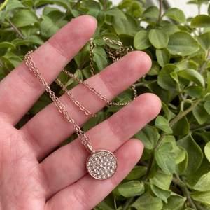 Super fint guldigt halsband! Säljer för 70 kr, frakten ingår ej i priset! 😊