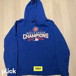 Stencool vintage hoodie köpt här på plick💙💙 strl S, köpare står för frakt på 66kr