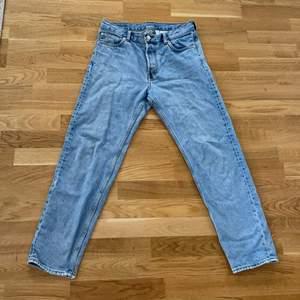 Säljer mina weekday jeans använt rätt så mycket 7/10 storlek W28 L30 kan mötas i göteborg/karlstad