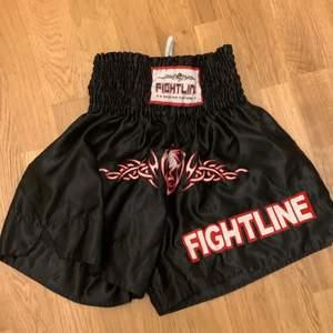ganska gamla tränings shorts som aldrig används. Kostar egentligen 200kr, 50+frakt