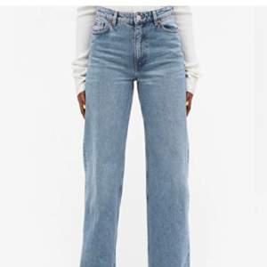 Har dessa yoko jeans i strl 26 men de är tyvärr för stora, finns det någon som har ett par i strl 25 som vill byta?💜