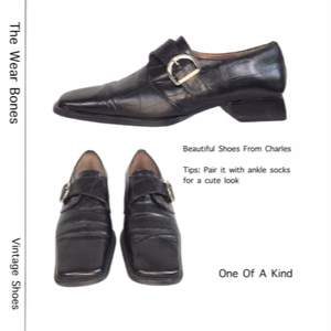 Dessa superfina skor är från Charles, svart färg. Storlek 35 men passar en 36-ish. Ingen retur eller refund. Kolla gärna mått. Klack längd 2.7cm och  sulan 24.5cm. SafePay knappen är aktiverad så det går att köpa direkt utan att behöva meddela! Spårbar frakt på 66kr är inräknad i priset och SafePay tar 10% av betalningen. Tyvärr kostar det lite extra då jag alltid kommer skicka spårbart och ta safepay för bådas säkerhet